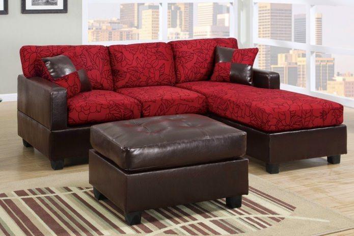 Красно-коричневый диван