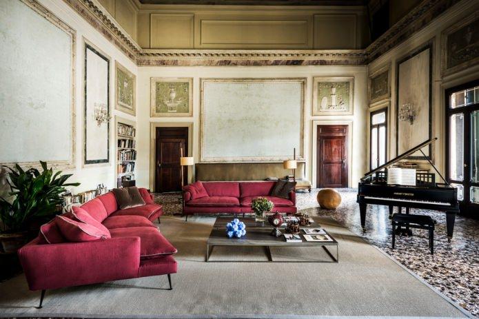 бордовый классический диван