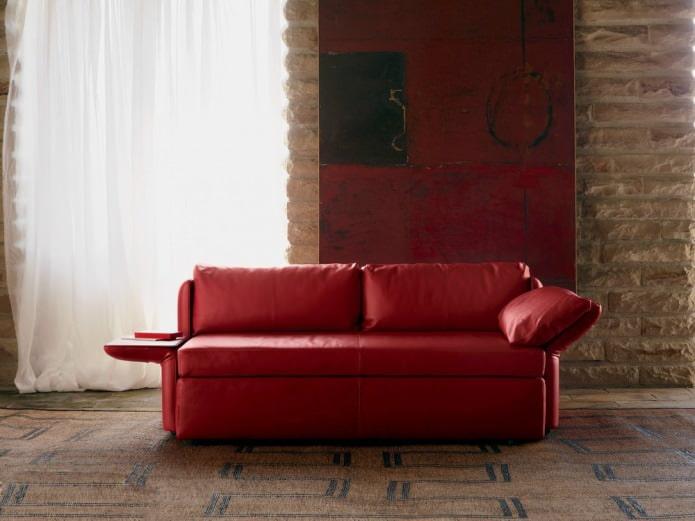 диван со столиком на подлокотнике