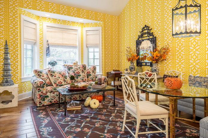 гостиная с отделкой стен в ярко-желтый цвет