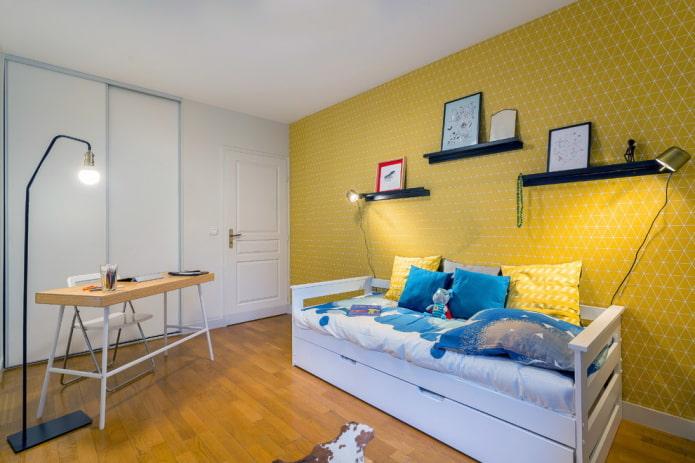 желтые стены с белой мебелью