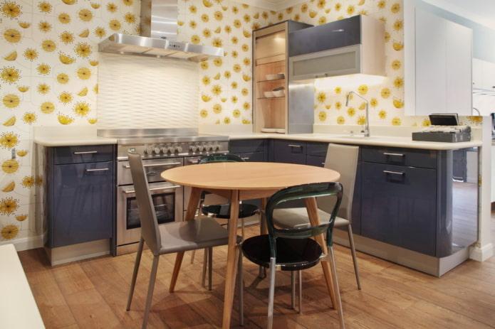 обои с желтым рисунком на кухне