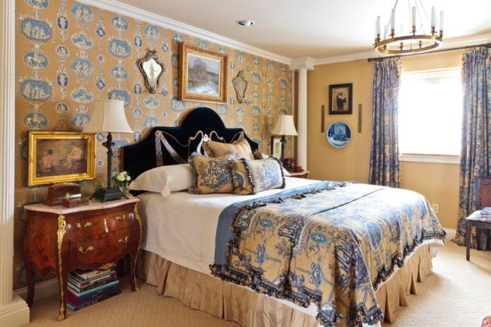 Желто-синие обои в спальне