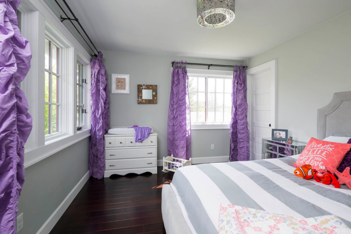 детская с фиолетовыми шторами