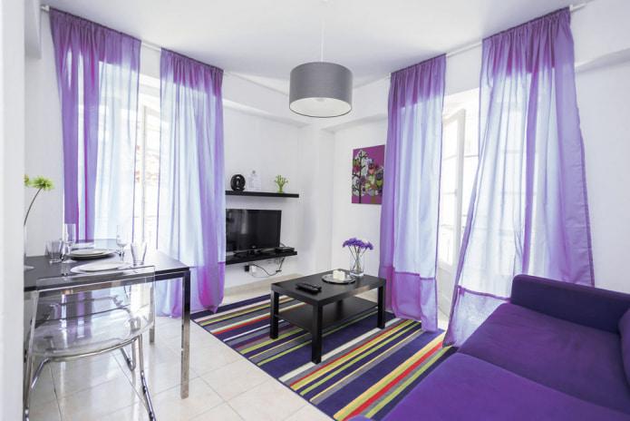 фиолетовая тюль в современной гостиной