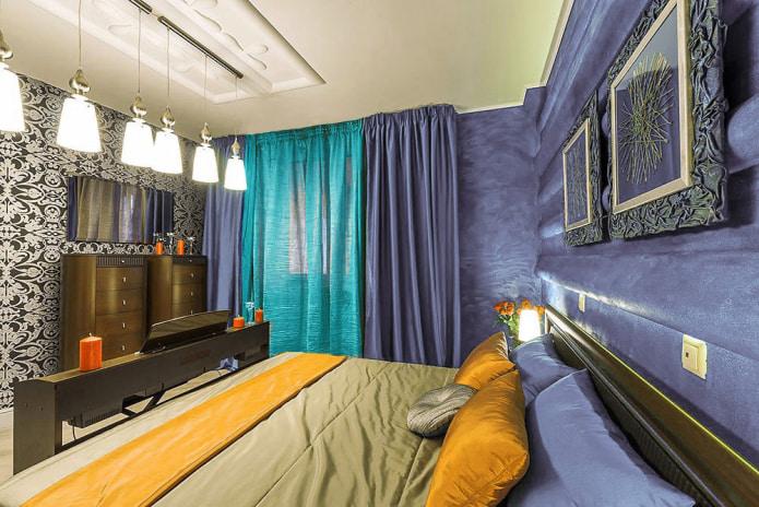 Фиолетово-бирюзовые шторы в спальне