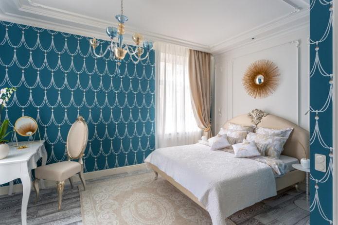 классическая спальня с лепниной