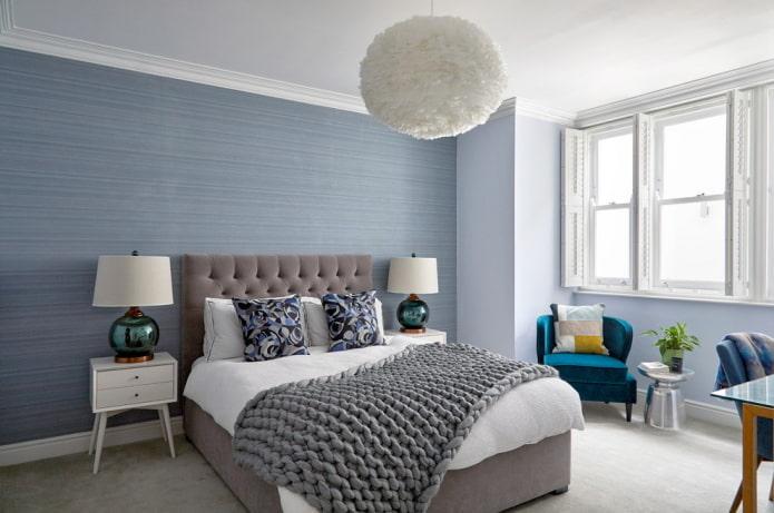белый потолок и синие стены