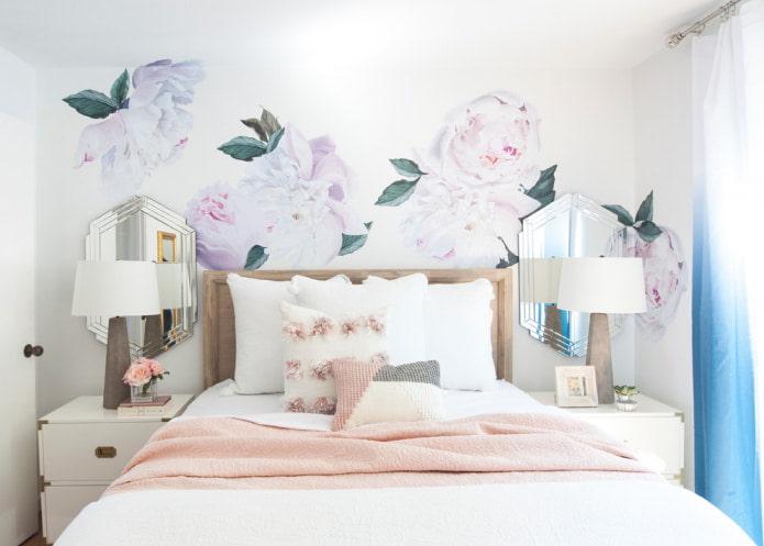 Цветы в светлой палитре на стенах
