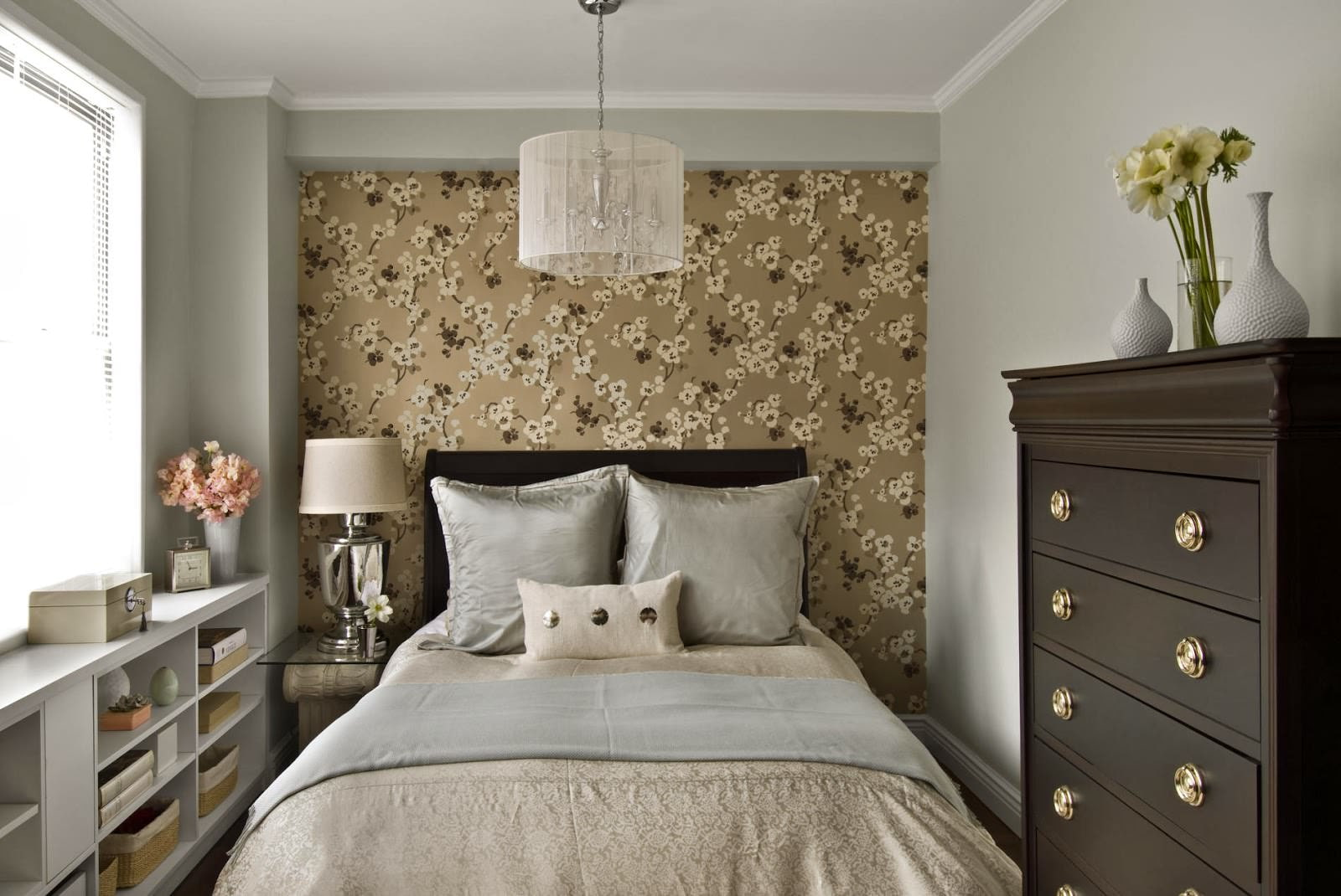 спальня без обоев фото рисовая