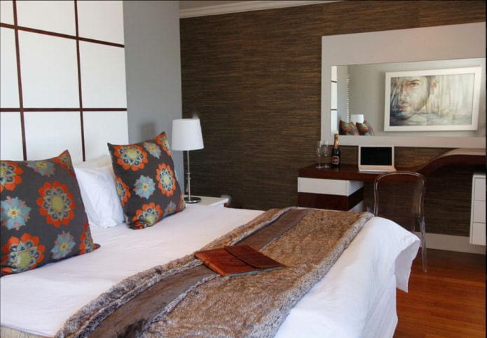 дизайн спальни с коричневыми обоями