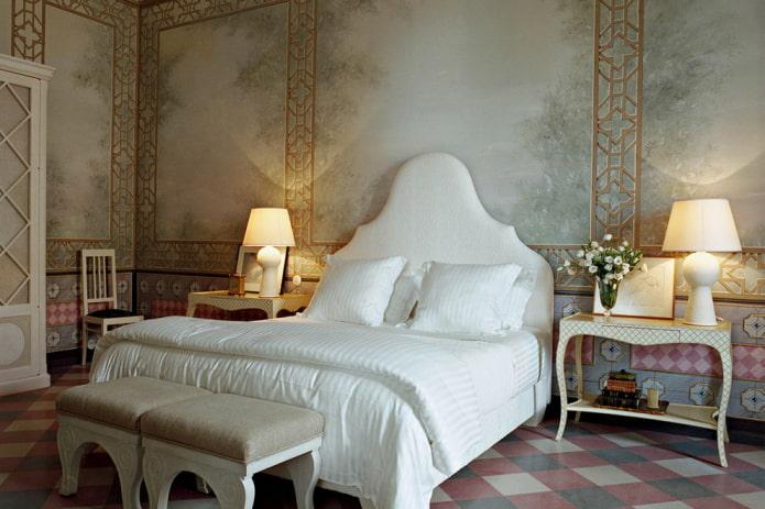 классическая спальня с обоями