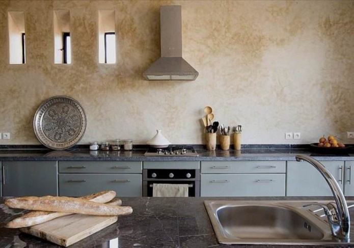 Обои под венецианскую штукатурку: 50 фото в интерьере кухни, коридоре, гостиной и спальни