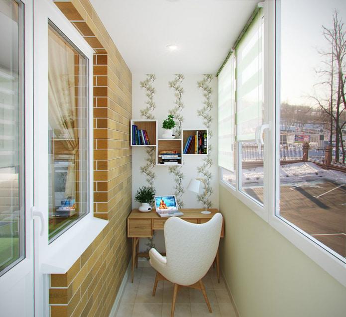 балкон с отделкой стен обоями и кирпичом