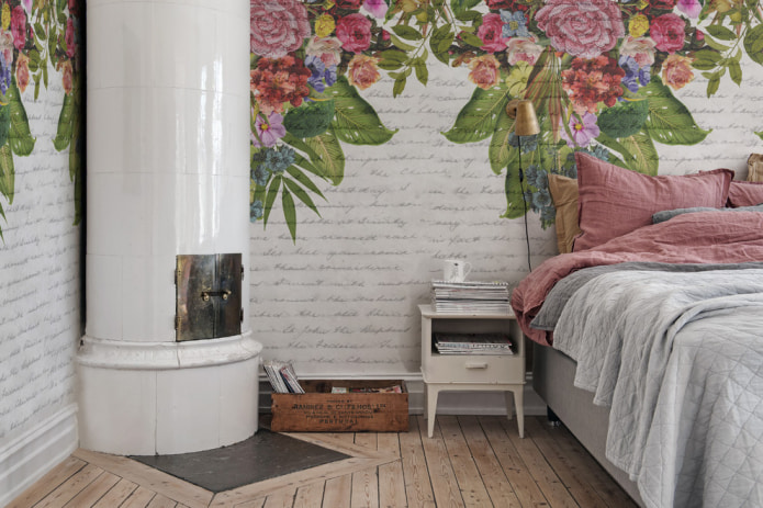 спальня в стиле прованс с отделкой стен фотообоями