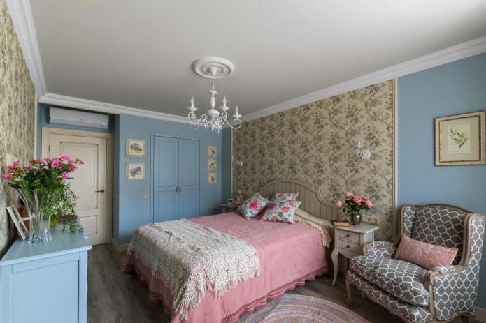спальня в стиле прованс с отделкой в разных цветах