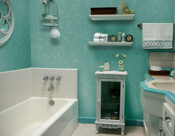 ванная с стеклотканевыми обоями бирюзового цвета