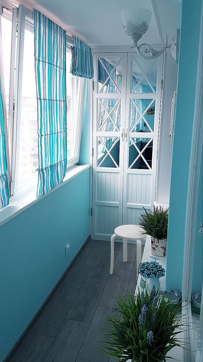 стеклотканевые обои на балконе