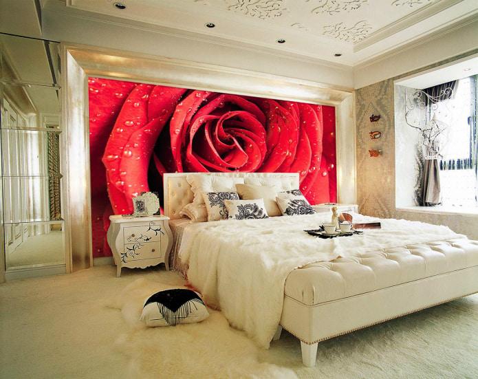 рисунок объемной розы у кровати