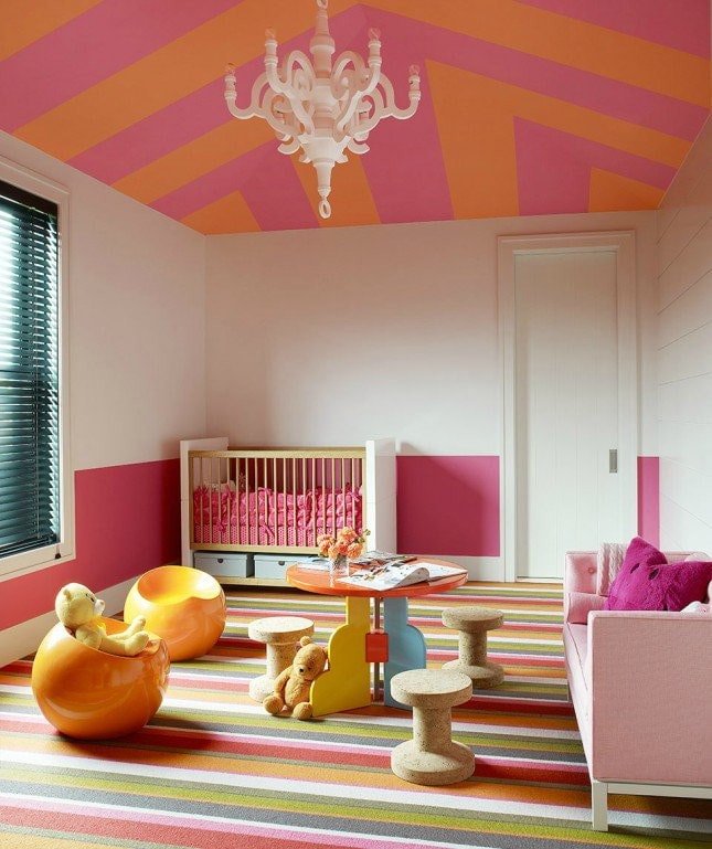 оранжево-розовый потолок