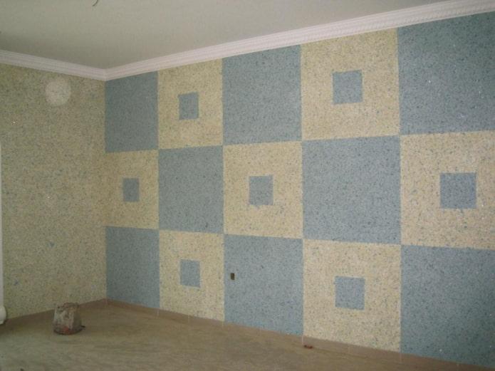 голубые квадраты на стене