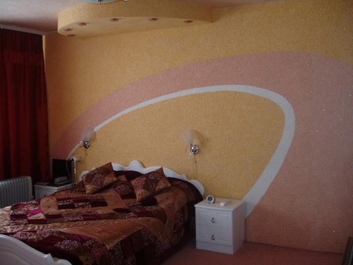 полукруги на стене в спальне