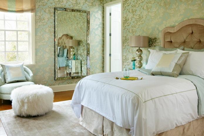зеленые обои из шелка в интерьере спальни