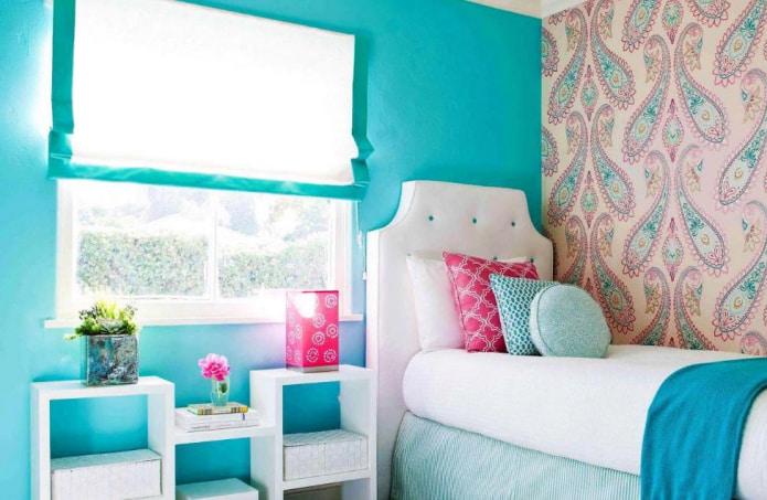 На фото спальня для девочки в нежных бирюзово-розовых оттенках