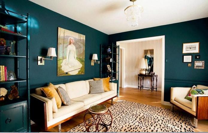Однотонный темно-бирюзовый цвет эффектоно подчеркивает каждый предмет интерьера