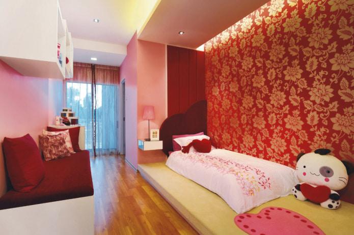 детская комната для девочки с бордово-золотистыми стенами