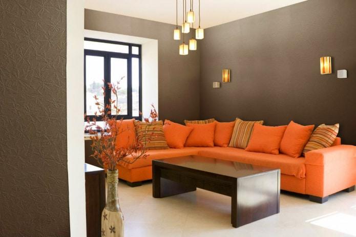 коричневые стены в интерьере гостиной
