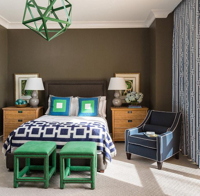 коричневые стены в интерьере спальни