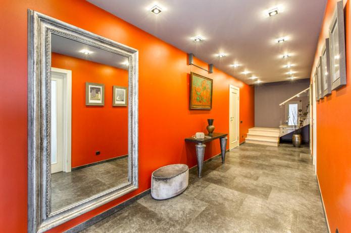 Ярко-оранжевые стены