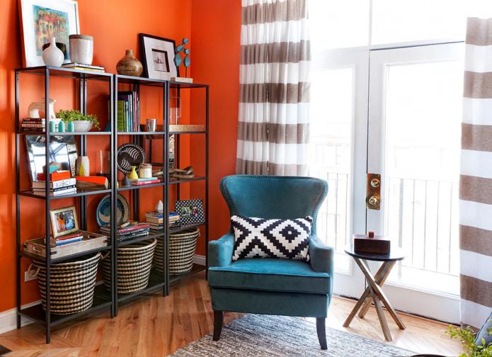 шторы под оранжевые обои