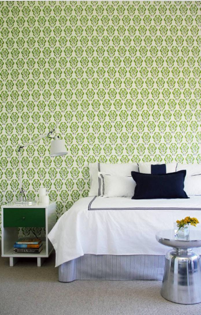 обои салатового цвета в интерьере спальни