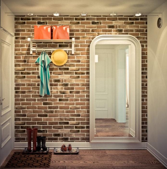 кирпич на стенах в коридоре и прихожей