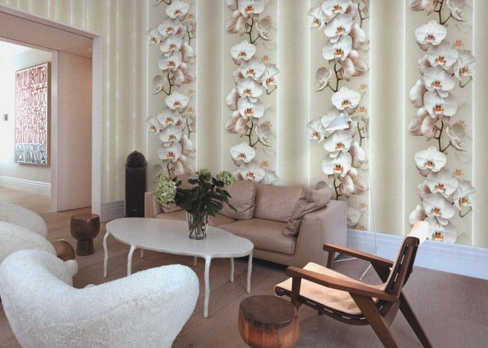 обои с орхидеями в интерьере гостиной
