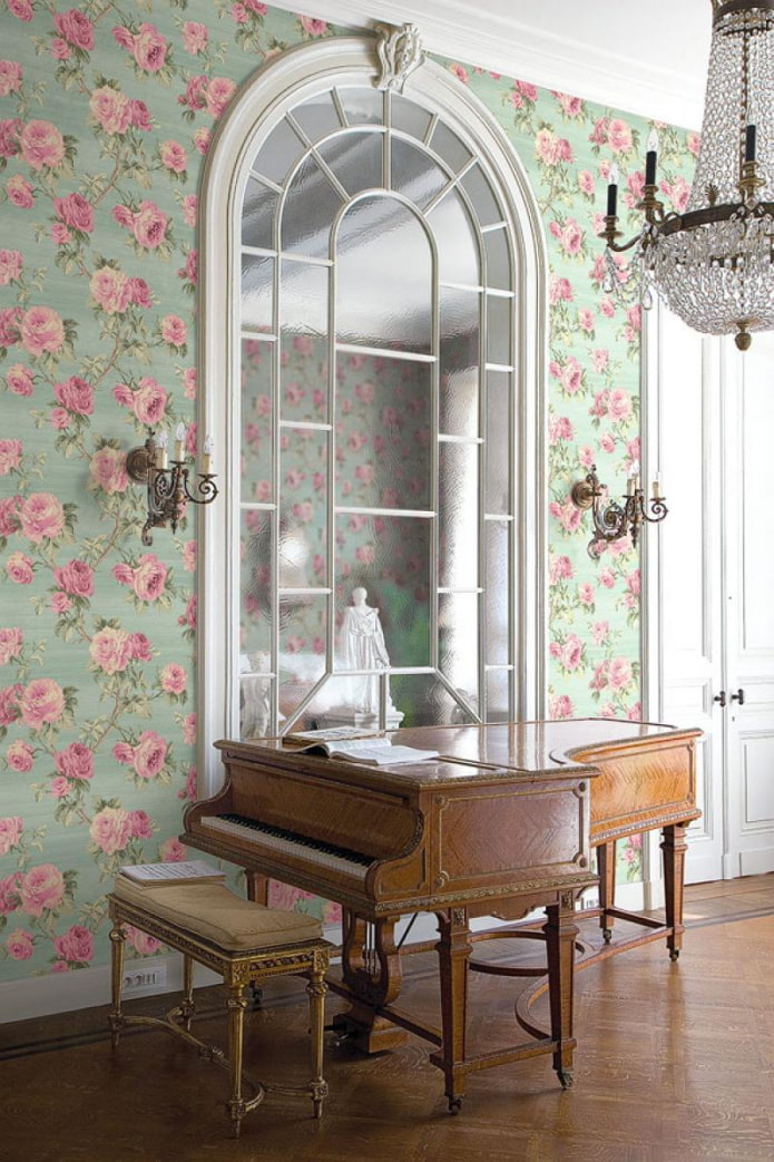 цветочные обои в классическом интерьере