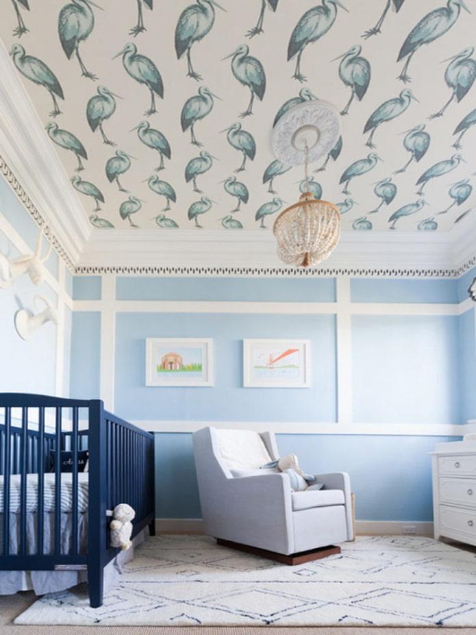 интерьер детской с обоями на потолке