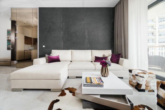 стильная гостиная с диваном белого цвета