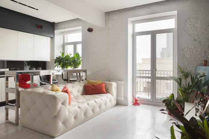 кожаный белый диван с каретной стяжкой