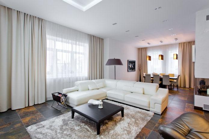 большой угловой белый диван с кожаной обивкой