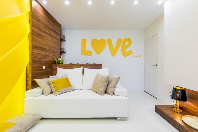 двухместный белый диван с подушками