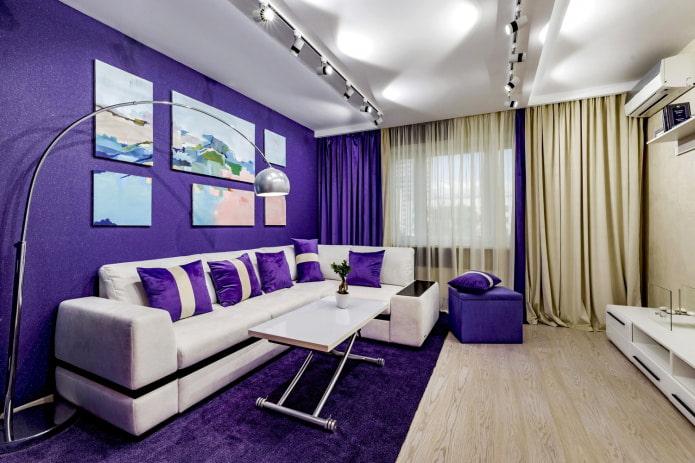белый диван фиолетовые обои
