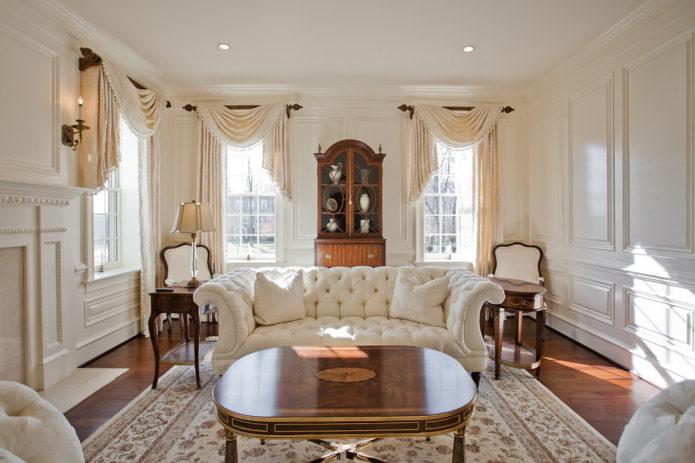 бежевые шторы и белый диван