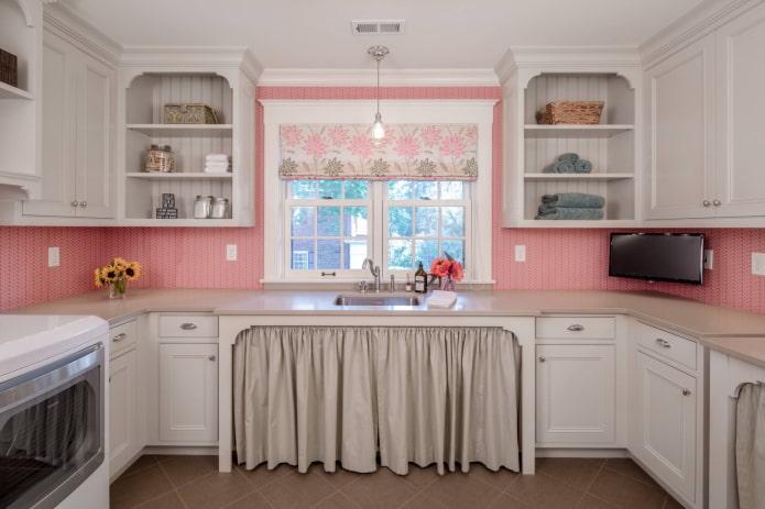 розовые обои на кухне