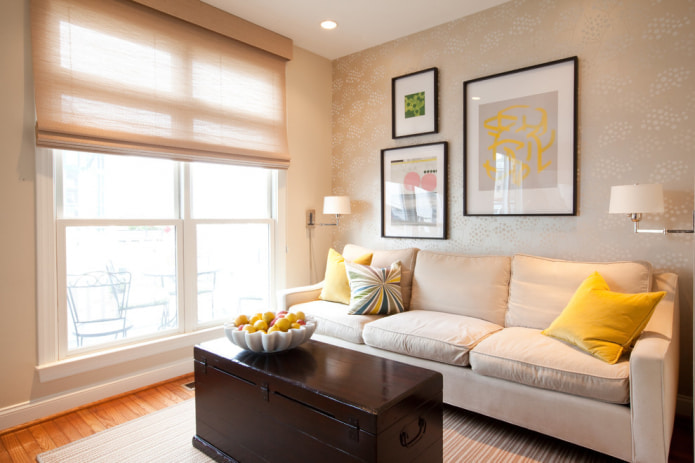 Декоративные подушки на диване