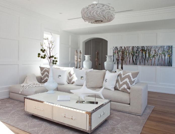 Бежево-белый диван