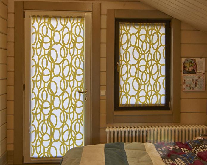 бело-желтые рулонные шторы