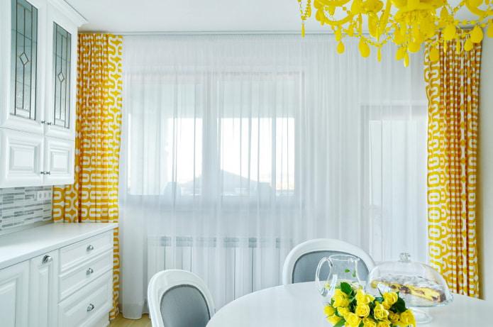 Желто-белые шторы